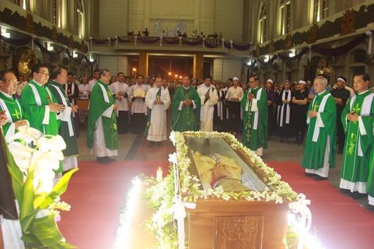 Ngày thứ Ba: Kính viếng và cầu nguyện cho Đức cha Phanxicô Xaviê Nguyễn Văn Sang - Ảnh minh hoạ 53