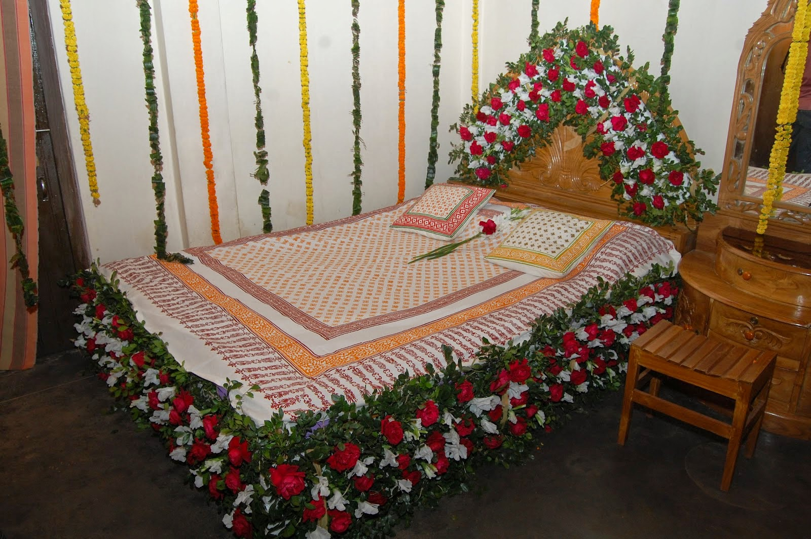 Bedroom decorating ideas for wedding night - Bangladeshi Wedding Bed