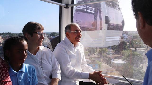 Presidente. El primer mandatario de la República Danilo Medina durante su recorrido en el Teleférico de Santo Domingo.