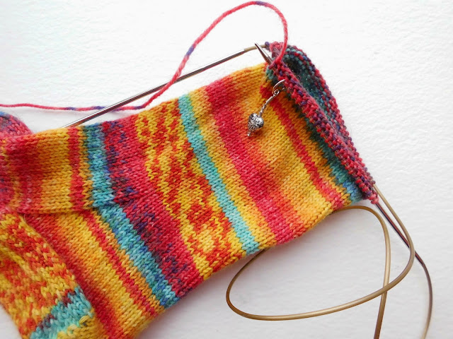 Sock knitting for beginners: Sockalong - foot on long circular needles (magic loop)