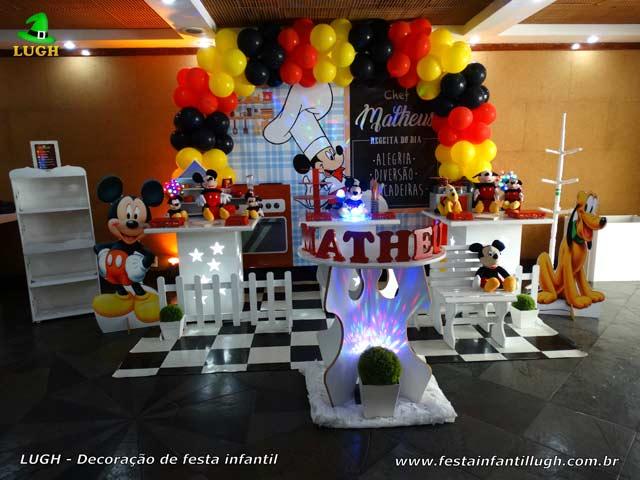 Festa de aniversário Mickey Chef em decoração infantil provençal simples
