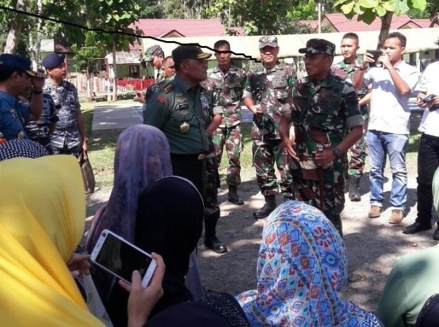 Panglima TNI Tinjau Asrama Kompi B yang Terkena Bencana
