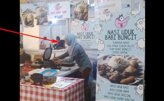Penjaga Warung 'Nasi Uduk Babi Buncit' Pakai Jilbab Adalah Bukti Kebenaran Sabda Rasul