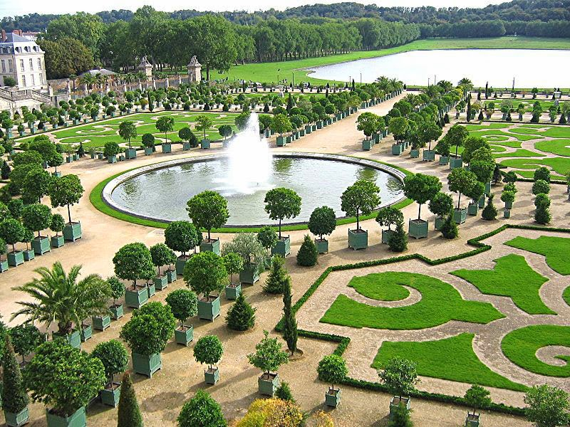 2. Gardens of Versailles, France - 5 Incredible Gardens That Will Blow Your Mind