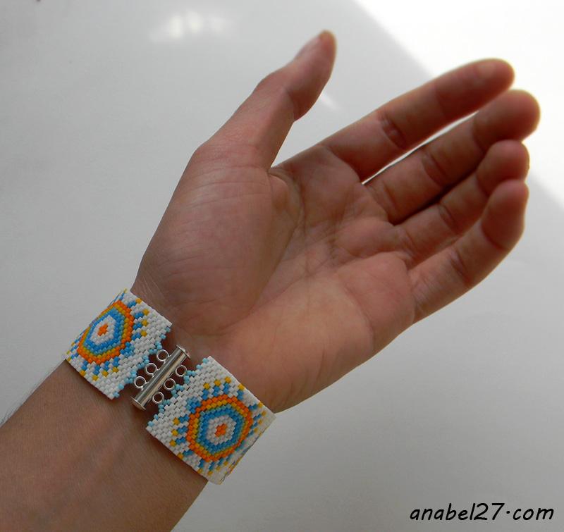 Веселый летний браслет из делики