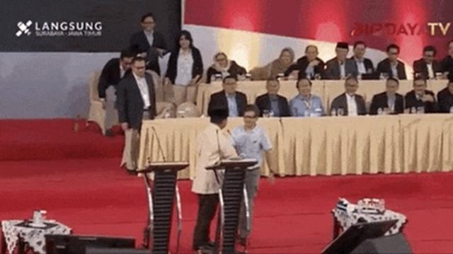 Rocky Gerung Beri Surprise Saat Prabowo Pidato di Surabaya