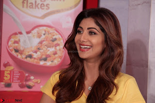 Shilpa Shetty super cute fit in Yellow T Shirt 7.JPG