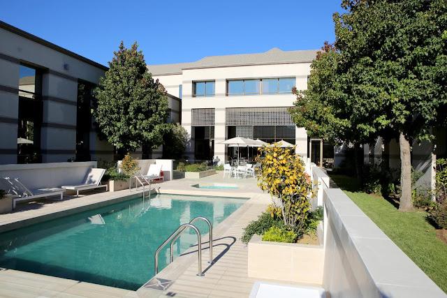 Área da piscina do Hotel Holiday Inn Express Temuco