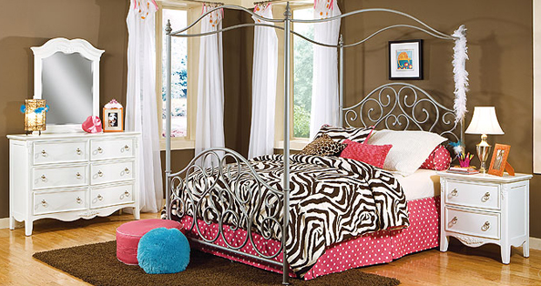 Simple Four Poster Canopy Beds 11