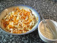 Preparando la vinagreta de coleslaw