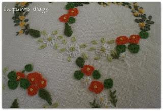 http://silviainpuntadago.blogspot.com/2010/09/ormai-passata-fiori-foglie-e-fragoline.html