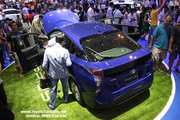 Prius được trưng bày tại triểm lãm Ô tô Vietnam Motorshow năm 2015