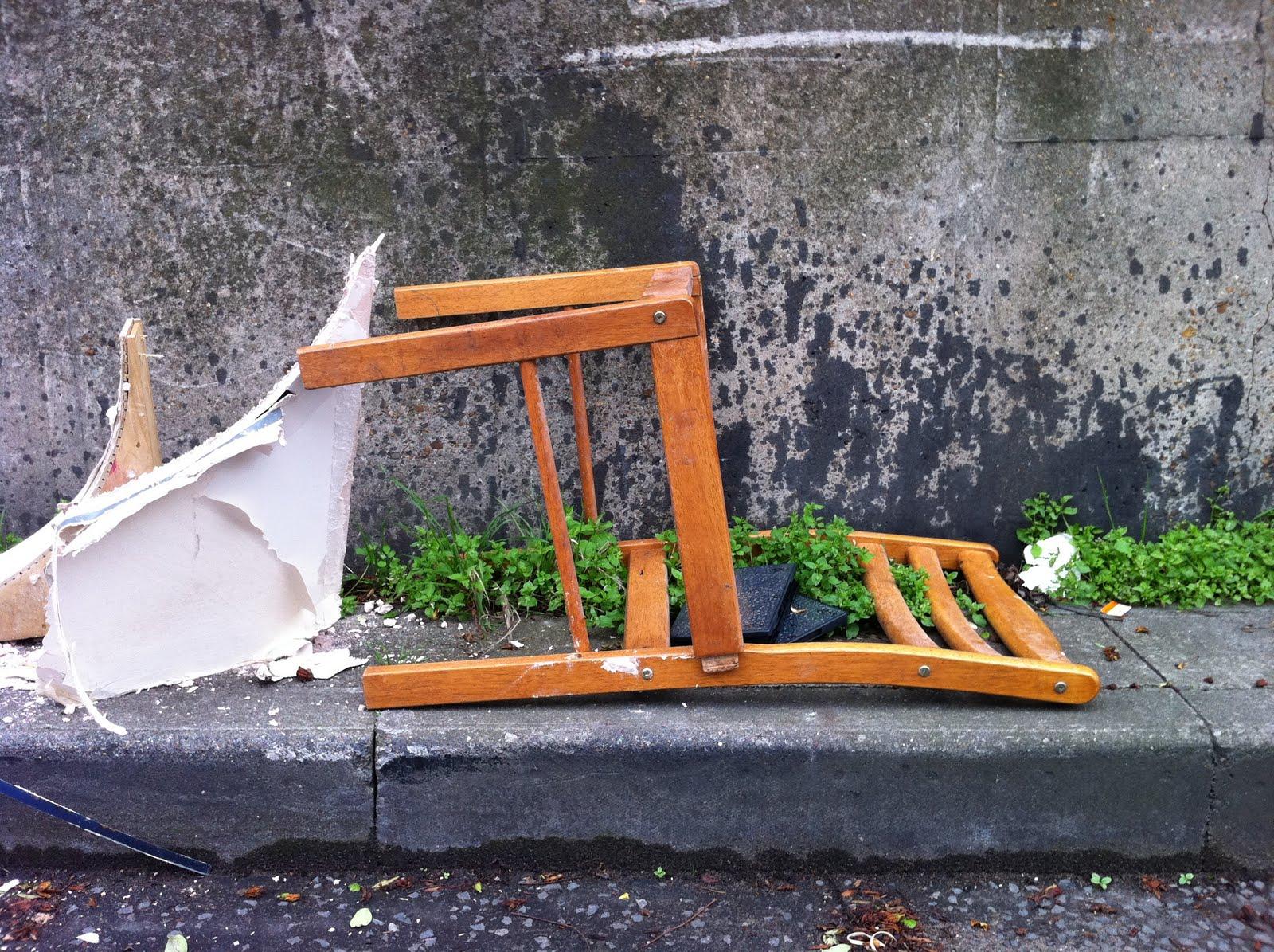 [Image: fallen+chair.JPG]