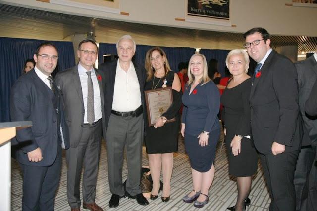 Από αριστερά, οι: Δημήτρης Σούδας, γερουσιαστής Λεωνίδας Χουσάκος, Κώστας Πάππας, Ζωή Ηλιοπούλου, γερουσιαστής Ντενίζ Μπάτερς (ψήφισε υπέρ), Τζορτζίνα Μπάνα και Νικ Μαντάς
