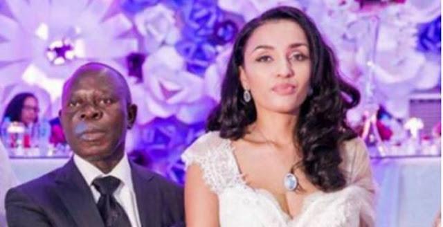 هذه قصة النيجيري المسن الذي أوقع مضيفة الخطوط الجوية الإماراتية بشباكه ! لقبوها بانجلينا جولي نيجريا !! شاهدوا قصتهم !