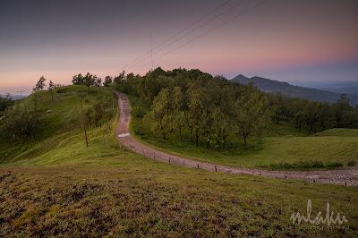 Jalan menuju Fatumnasi dari bukit Usapikolen