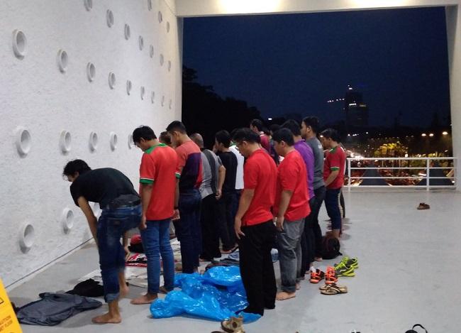 pertandingan Timnas Indonesia vs Timnas Islandia penonton mengeluhkan susahnya shalat di stadion GBK