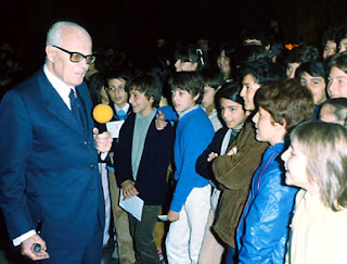 Sandro Pertini made a point whenever possible of meeting children in person when they visited the presidential palace