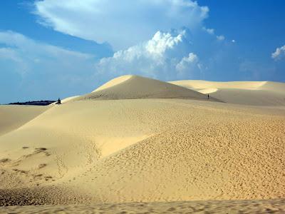 Dune di sabbia bianche in Mui Ne (Vietnam)