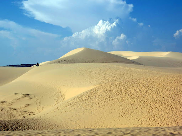 Dunas de arena blanca en Mui Ne (Vietnam)