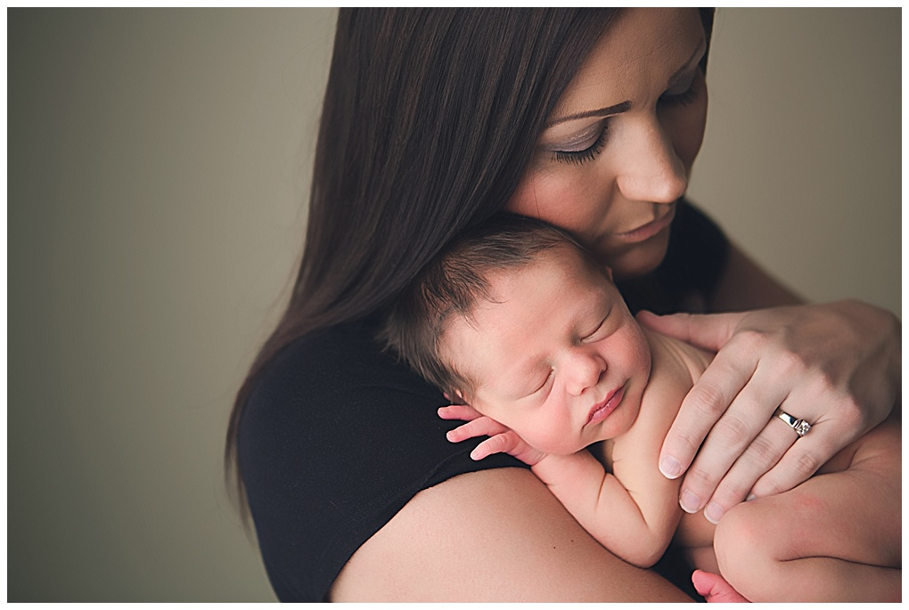 V family newborn grand rapids michigan newborn photographer