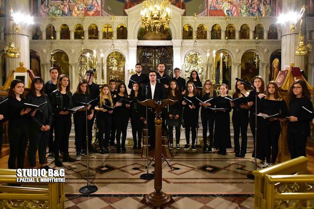 """Κατανυκτική ατμόσφαιρα στην εκδήλωση """"Άδοντες και ψάλλοντες…Πορεία προς το Πάσχα"""" στην Ευαγγελίστρια Ναυπλίου"""