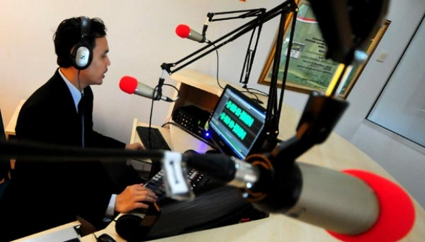 Kepingin Menjadi Penyiar Radio Berkualitas? Begini Persyaratan Yang Harus Anda Penuhi