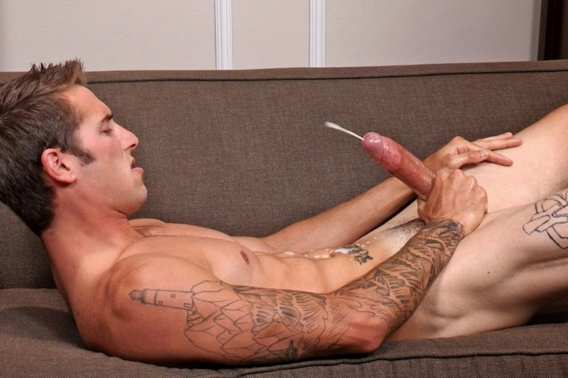 hot-guy-solo-cumming-hot-girls-making-out-with-old-dudes