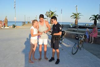 Ενημερωτική δράση από αστυνομικούς με ποδήλατα σε τουριστικές και παραλιακές περιοχές της Πιερίας