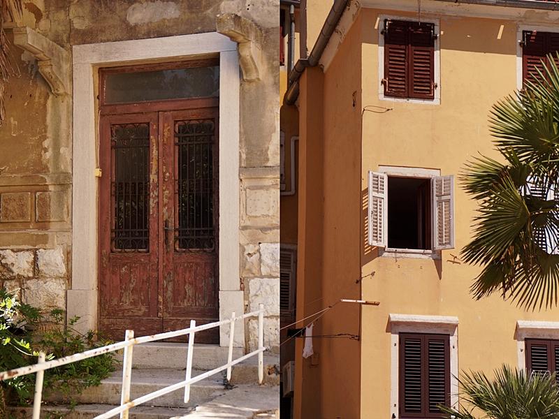 Mediterrane Fassaden mit bröckelndem Putz im sommerlichen Rovinj, Kroatien