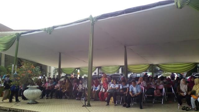 tenda menunggu ke istana bogor