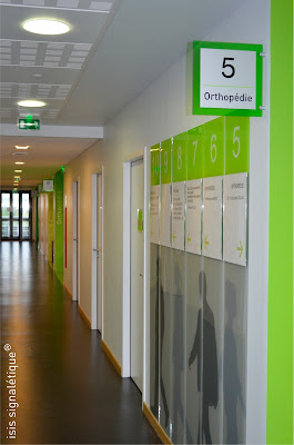 Signal tique directionnelle maison des consultations for Design consult bureau