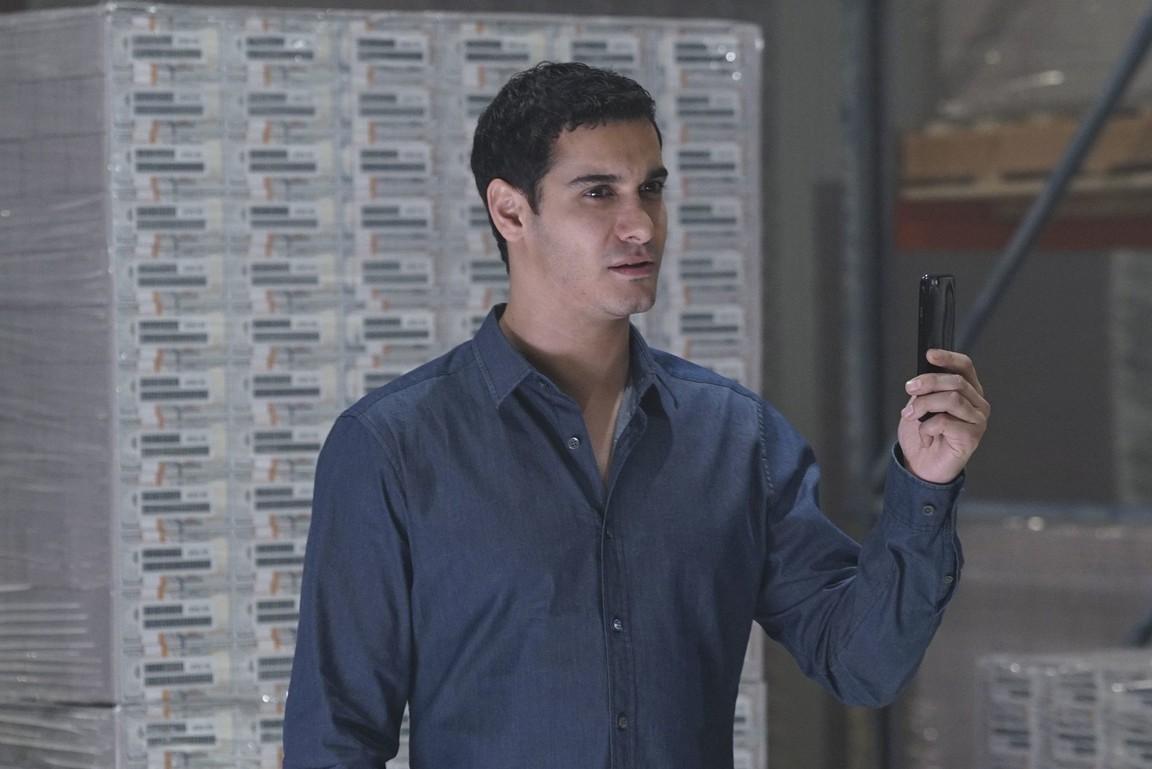 Scorpion - Season 3 Episode 13: Faux Money Maux Problems