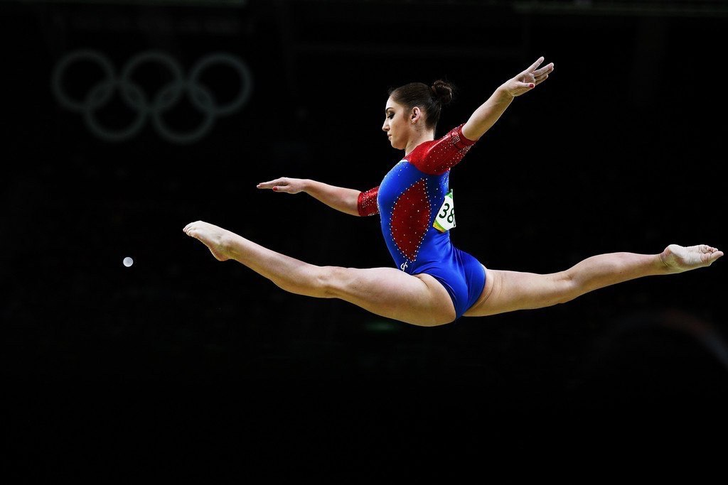 Gymnasts - WOMEN's muscular ATH...