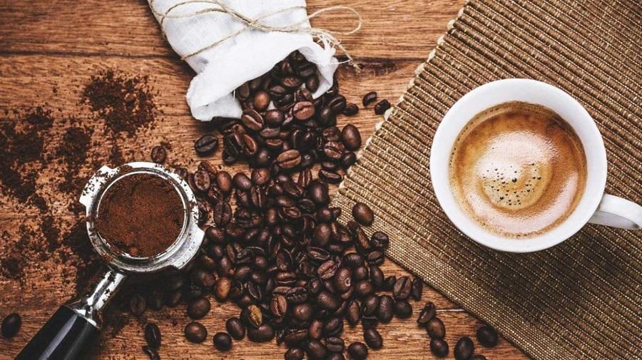 Mais boas notícias para os bebedores de café: beneficia seu fígado