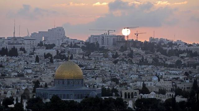 Gereja-gereja di Palestina Ramai-ramai Kumandangkan Adzan!