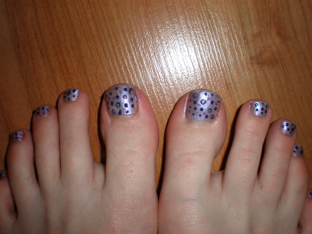 Awesome Nail Art Dots Toes Fashionate Trends