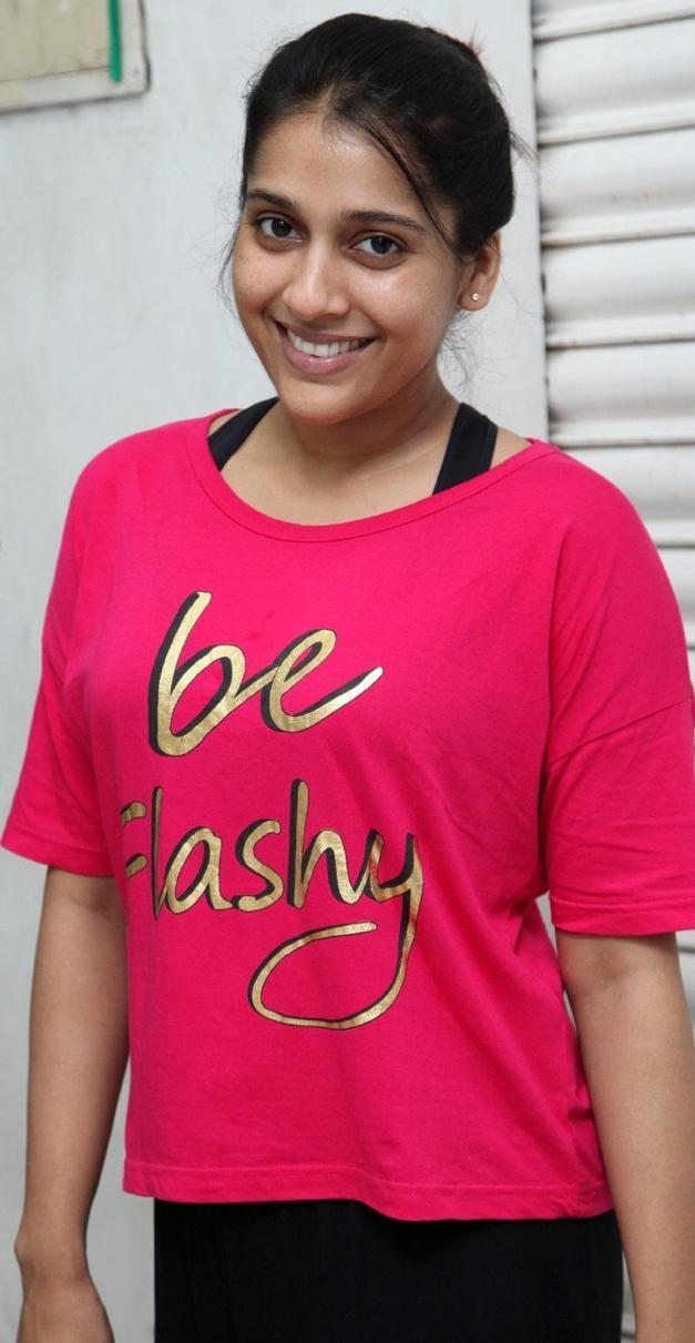 Telugu TV Anchor Rashmi Gautam Real Face Without Make Up Photos