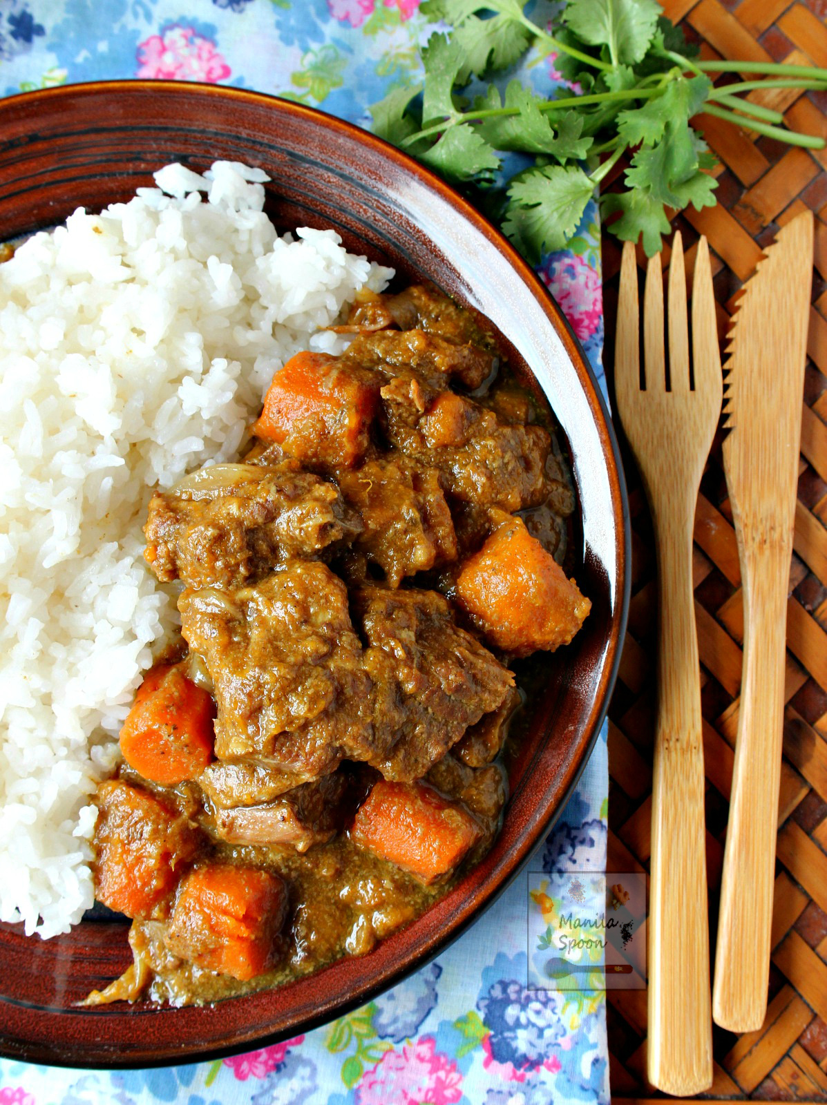 A hearty slow cooker stew with melt-in-your-mouth tender beef chunks in creamy coconut sauce flavored with curry powder and other spices. SLOW COOKER COCONUT CURRY BEEF STEW - deliciousness in every mouthful! #slowcooker #coconut #beef #curry