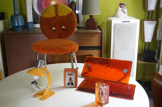 orange mecanique 8 pistes clockwork orange 8 tracks 70s desk lamp lampe  1970s resin inclusion minute glass sablier annees 70 plush animal chair chaise enfant peluche vintage door handle doorknob poignee porte verre