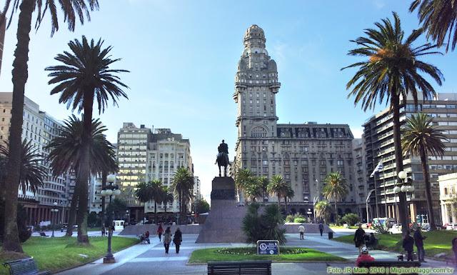 Praça Independência vista em direção ao Centro da Cidade