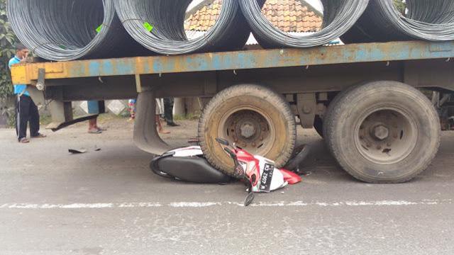 truk lindas sepeda motor