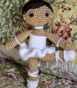 http://patronesamigurumipuntoorg.blogspot.com.es/2014/08/patron-bailarina-pequenita-amigurumi.html#more