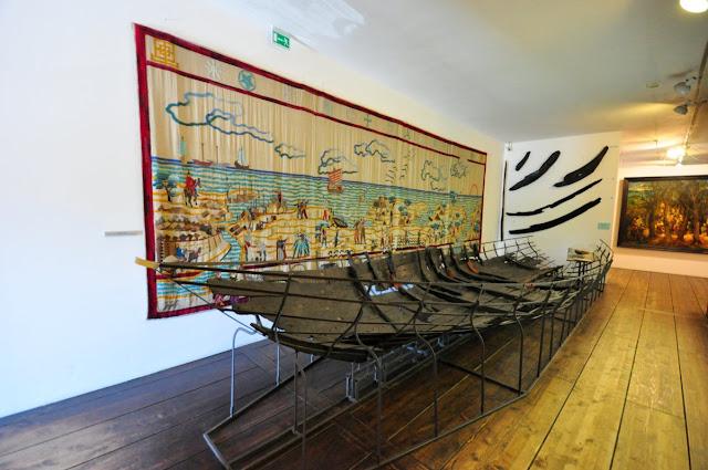 Wczesnośredniowieczna łódź klepkowa z Lądu na wystawie w NMM