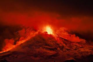 Mas volcanes estan entrando en erupcion.