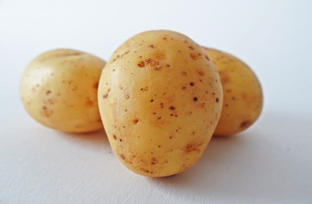 kentang untuk menghilangkan jerawat batu secara alami