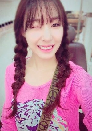 SNSD Tiffany greets fans with her cute SelCa pictures ...