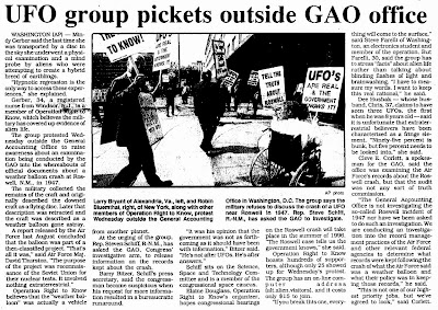 UFO Group Picket Outside GAO Office - Roswell Daily Record 3-30-1995