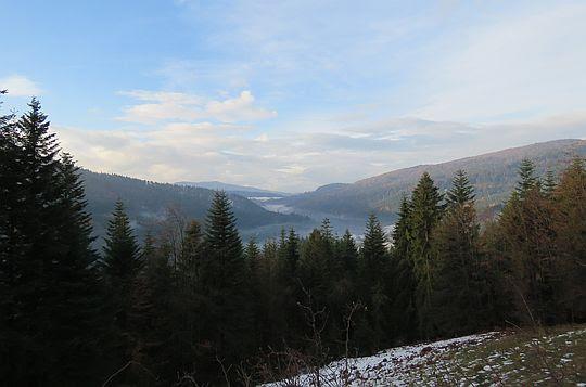 Dolina Kamienicy w stronę wsi Rzeki.