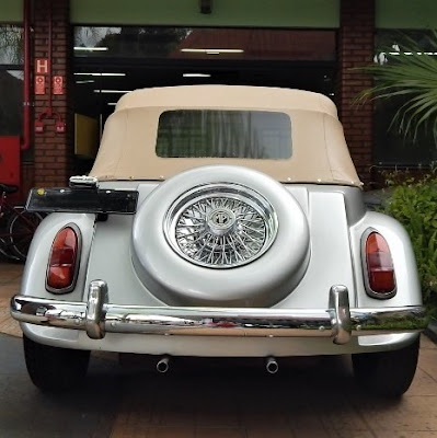 A sétima roda do MP Lafer exposto no Salão do Automóvel de São Paulo em 1985 não tem pneu: trata-se do adorno da tampa do motor com função auxiliar de respiro do compartimento.